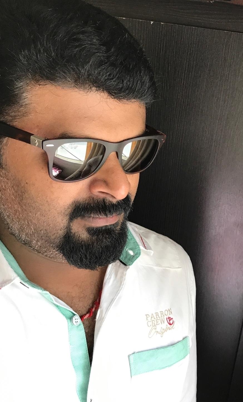 Vinayak  (@vinayak1984) Cover Image
